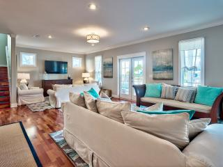 """Sand Dollar""  Five Star, 6 Bed Modern Coastal Design with Pool & Carriage House, Destin"