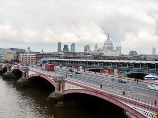 Veeve - Romantic River Thames, London