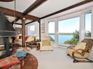 Unique 4 Bedroom Sidney Area Ocean Front Home with Beach Access