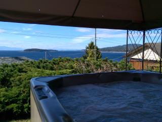 Blue Waters Cottage - Hot Tub, Ocean View!, Sechelt