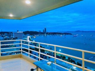 1BR corner apartment with sea view (872)