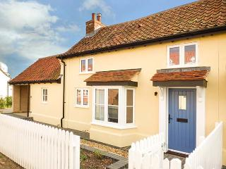 DAISY COTTAGE, character, semi-detached cottage, woodburner, dog-friendly, walks from the door, close to coast, in Friston, Ref 932749