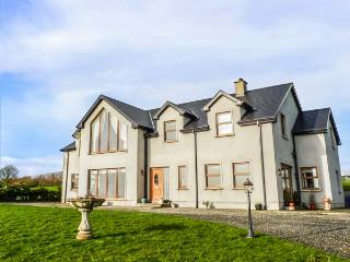 MILLERS LANE HOUSE, detached, open fire, WiFi, pet-friendly, gardens, Muff, Ref 932847, Iskaheen