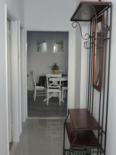 H(10): hallway