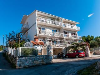 01106ROGO A1(6+2) - Cove Kanica (Rogoznica)