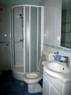 SA1 (2+1): bathroom with toilet