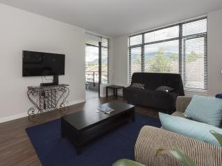 Secure Executive 1 Bedroom/Den Close to Sea Bus, Vancouver-Nord
