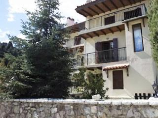 Traditional house with mountain views, Arachova