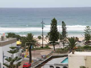 Entire Luxury Apartment with Ocean Views Free WIFi, Surfers Paradise