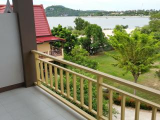 Idyllic Lakeside Apartment with Pool, Chaweng