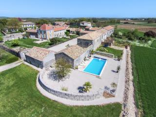 4 star Cottage, Sleeps 4, Heated Pool, Wifi - The Courtyard Maison Cachee****