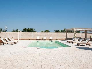Nearco apartment in ancient masseria with pool, Polignano a Mare