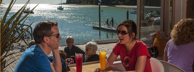 Dine at Nelson's best cafes on the Mapua wharf, 4 minutes away. Nelson 25 mins; Abel Tasman 35 mins.