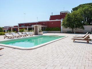 Morello apartment in ancient farmhouse with pool, Polignano a Mare