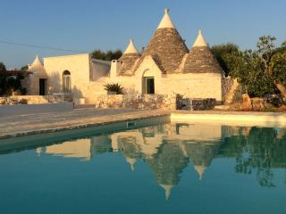 Trullo Pace: Amazing Trullo with Pool, Ceglie Messapica