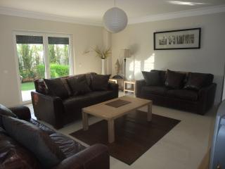 Luxury 4 bedroom Villa ~ Garden ~ Pool, Alvor