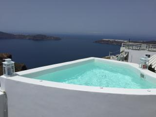 Blue Villas|Tatienne| Jacuzzi with Caldera View, Imerovigli