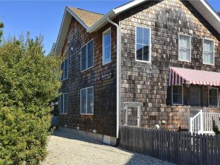 Lovely & comfortable 4 bed, 3 bath ocean view home - less than 1/4 block to the beach!, Bethany Beach