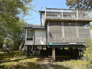 Contemporary 3 bedroom, 2 bath home only steps to the beach!, Bethany Beach