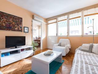Beach & center ~ Apartment Vera 4+2, Omis