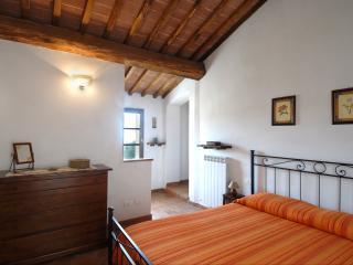 SORTOIANO - APPARTAMENTO LA MALVA apartment in historic Tuscan property