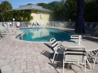 2/2 with Beach/Boat dock/pool. August & September-$175 per night