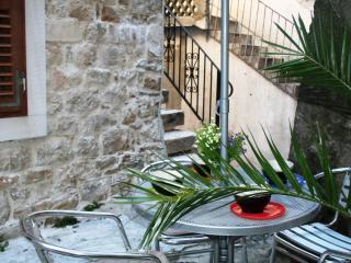 Beautiful old stone cottage in heart of Kastela old town, just 100m from beach