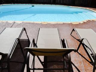 Private Pool & Oasis, 4 BR, Close to Attractions, San Antonio