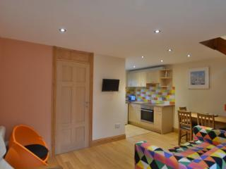 Modern fresh chalet with use of site facilities., Hayle