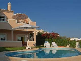 Contemporary 3 bedroom villa with private pool, Carvoeiro