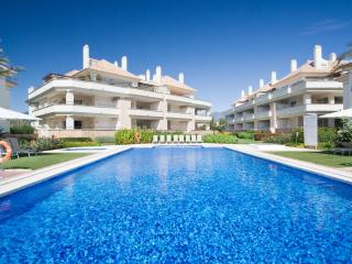 401-3-Bed Beachfront Oasis, sea views, heated pool