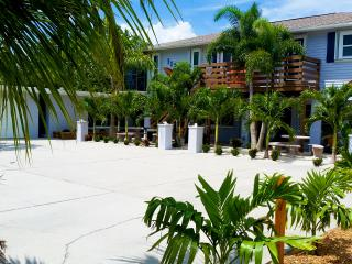 Enjoy unmatched amenities at The Highview! FREE Bikes, Kayaks, SUP's, and more!, Manasota Key