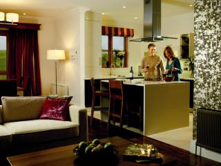 Fota Island 3 Bedroom Courtyard Lodge