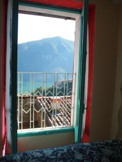Camera da letto vista lago (2)