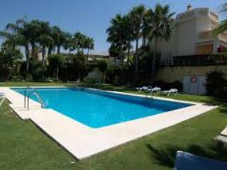 2 Bedroom Luxury Townhouse with Roof Terrace & Spa, Benahavis