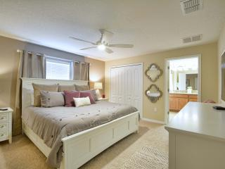 Brand New Luxury 4 bed Pool Home at Storey Lakes Resort - 5 min from Disney
