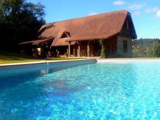 Maison en bois massif av piscine à 10 min à pieds du centre historique de Sarlat