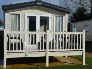 2 Bed Platinum ABI Alderley Caravan Sleeps 4/6, Par