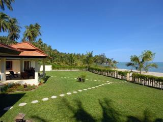 Villa 112 - Beach Front (3 Bedroom Option), Laem Set