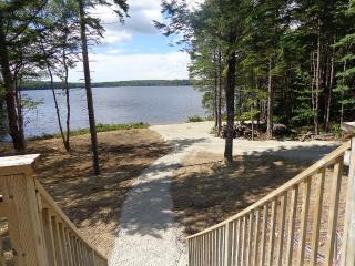Large family cottage on crystal clear lake, Kemptville