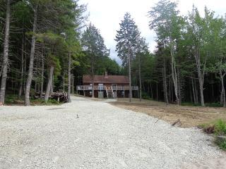 Large cottage on crystal clear, Kemptback Lake, Kemptville