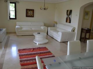 Delightful 2 Bedroom Apartment Los Argueros R116, Benahavis