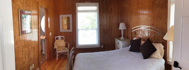 Bedroom 1, Queen