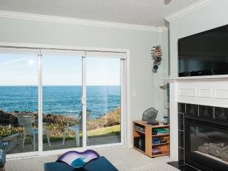Oceanfront, Single Bedroom Condos - Indoor Pool, Jacuzzi and More!
