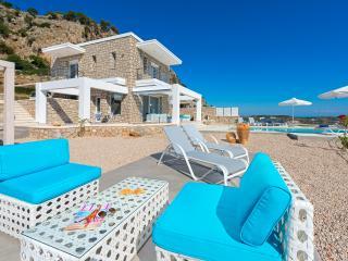 Horizontes luxury infinity pool villa, Afandou