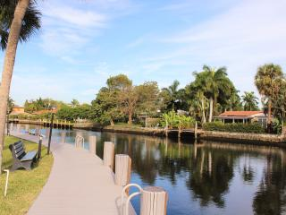Ocean Access Canal Living w/Dock & Full Amenities, Oakland Park