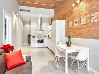 Marina Vintage Apartment with balcony (3BR) - 15% DISCOUNTED PRICE: SUMMER & FALL STAY PROMO, Barcelona