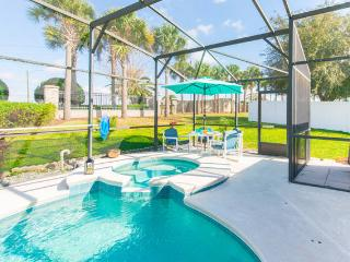Beautiful Vacation Home with Pool Discount  August, Davenport