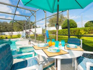 ORLANDO HOUSE  BRIGHT & SPACIOUS WITH PRIVATE POOL/SPA CLOSE TO EVERYTHING,