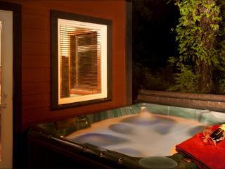 Ucluelet Luxury Suite with private hot tub
